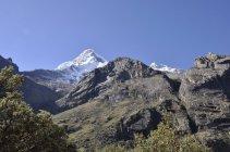 7. Údolí stráží zasněžené vrcholky